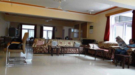 Hotel Vikram: SPACIOUS DINING