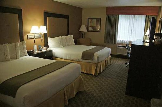 Best Western Plus Portland Airport Hotel & Suites: 2 Queen beds Zimmer