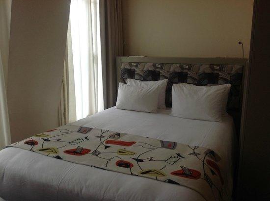 Hotel Palais de Chaillot: Кровать