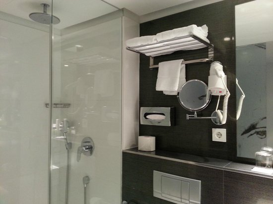 H10 Berlin Ku'damm: Ванная комната - всё на своём месте