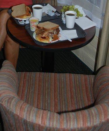 Inn By The Bay Monterey: petit déjeuner