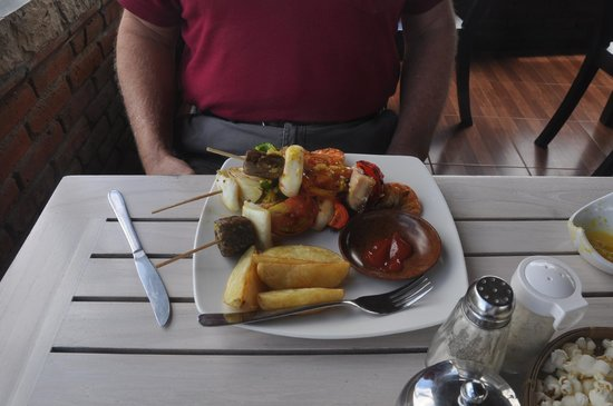 Terrasse du Lac Tamblingan Sari: Special of the day- delicious seafood skewers