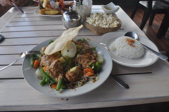 Terrasse du Lac Tamblingan Sari: Gado Gado.....started eating before I remembered
