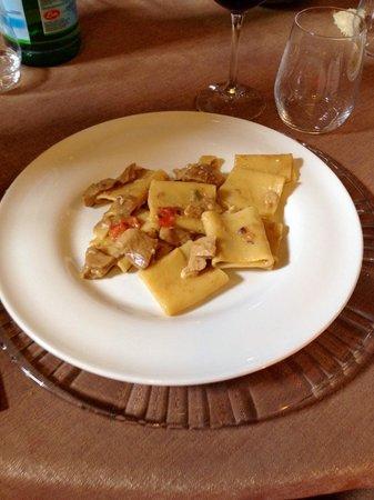 San Marco Evangelista, Italia: Paccheri con funghi porcini e provola!!!
