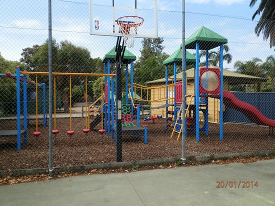 BIG4 Whiters Holiday Village : Playground from inside tennis court