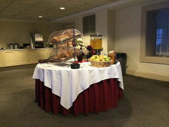 The Boston Common Hotel and Conference Center : Complimentary breakfast buffet