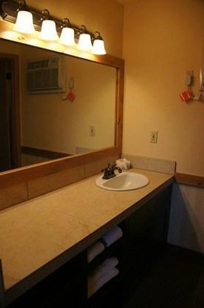 Cousin's Country Inn : Waschbeckenbereich vor dem eigentlichen Bad