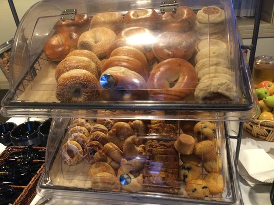 The Boston Common Hotel and Conference Center: Bagels and pastries for breakfast
