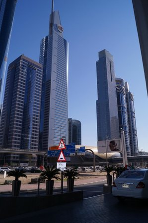 Towers Rotana: Вид при выходе из отеля. Здания напротив и станция метро.