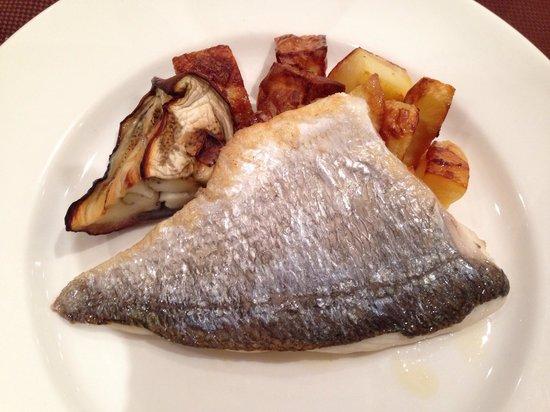 Rizzi Aquacharme Hotel & Spa: Orata con patate e melanzana