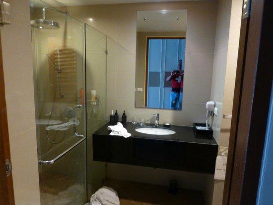Aonang Cliff Beach Resort : Blick Richtung Dusche