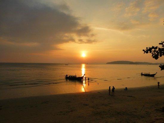 Aonang Cliff Beach Resort : Aonang by Night