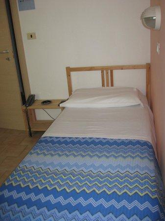 Hotel Colombo: La camera singola: economica e molto pulita