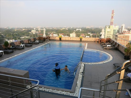 Pearl Grand Hotel: pool of pearl grand on rooftop