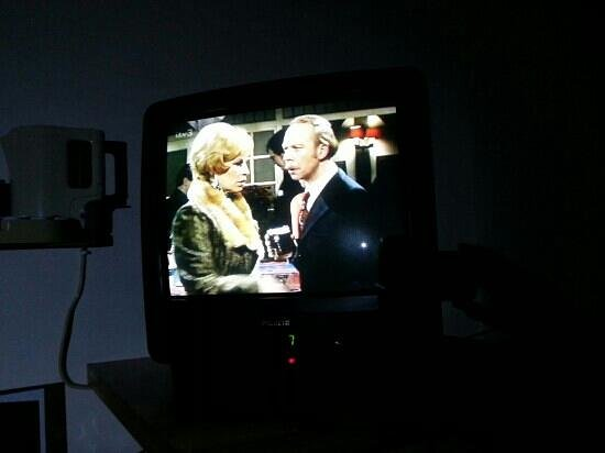 Holiday Inn Express Bradford City Centre: My nightly viewing! It took me right back to the year the tele was made!