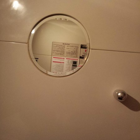 Capsule Hotel Asahi Praza Shinsaibashi : Mirror inside the capsule