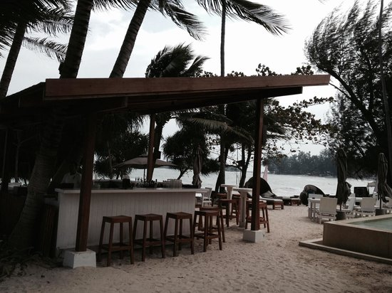 SALA Samui Choengmon Beach Resort : Poolside/beach bar