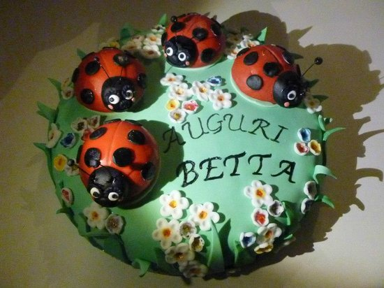 Gelati Magri e Belli by Nuovo Fiore Santarcangelo di Romagna: per il compleanno della betta una torta stupenda e buonissima