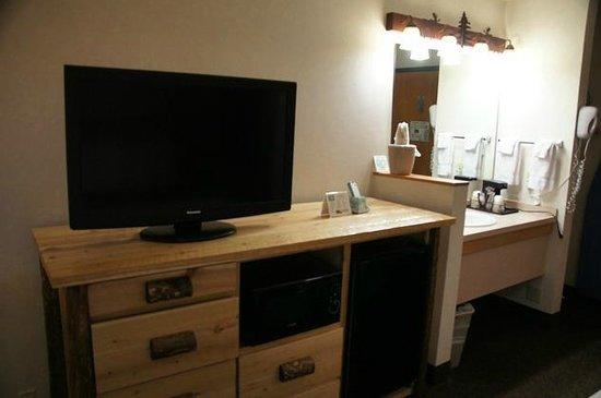 Kelly Inn West Yellowstone : Flat-TV, Mikrowelle und Kühlschrank