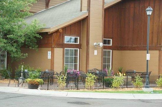 Kelly Inn West Yellowstone: Raucherecke bzw. Sitzbereich vor dem Hotel