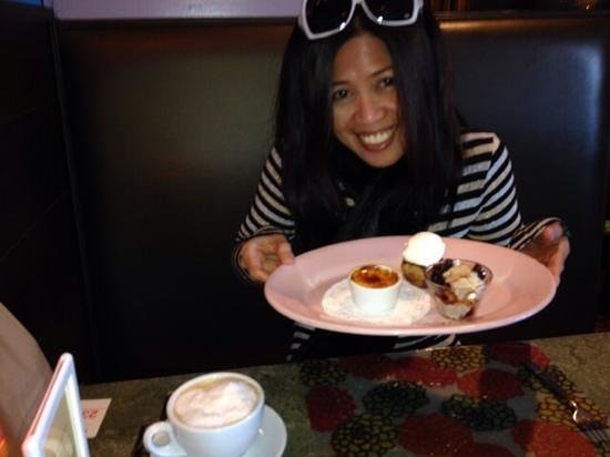 Good News Cafe : here have some delicious desserts!