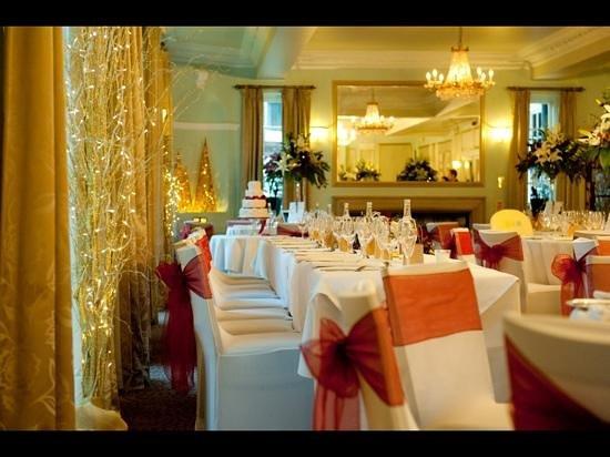 Mercure Farnham Bush Hotel: garden room set up for our wedding