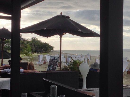 Hilton Fiji Beach Resort & Spa: Sitting at the 'Nuku' bar