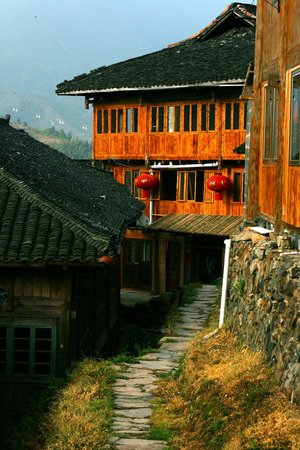 LongJi Terraces Tian ranju Inn: street of Tiantou village