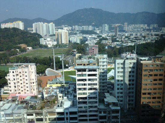 Royal Plaza Hotel: This is the view looking north towards Mong Kok Statdium side from the lift atrium on level 17