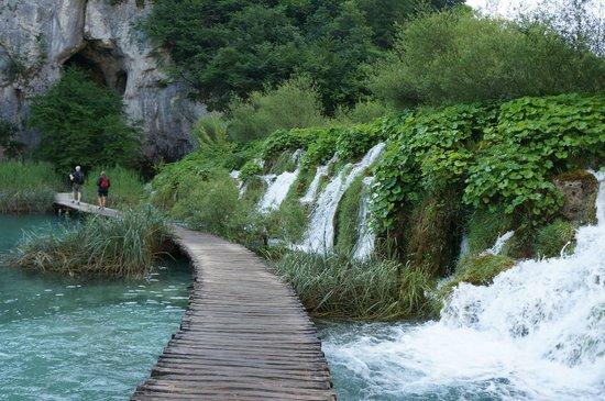 Cascades : Деревянные дорожки возле водопадов