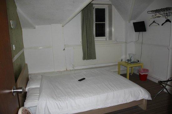 The Merchants Hotel: The big double room(21)
