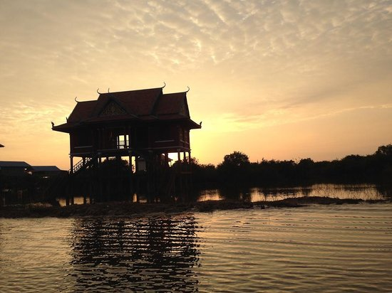Kompong Phluk: Floating temple at sunset