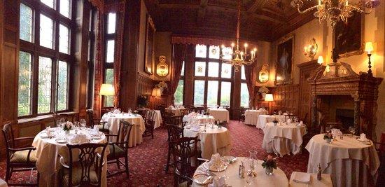 Schlosshotel Kronberg: Dining hall