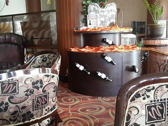 Quality Hotel Gorontalo : tempat santai di lobby Quality