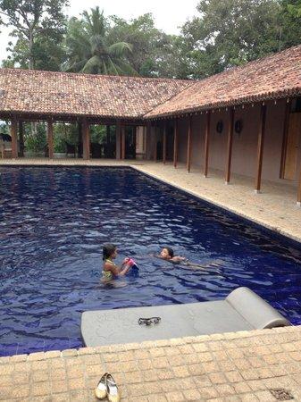 Maya: Pool