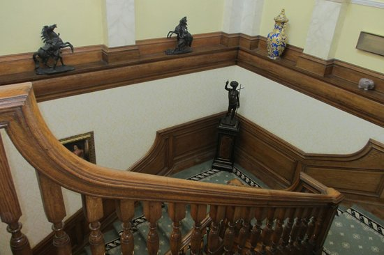 Judges Country House Hotel: The main staircase