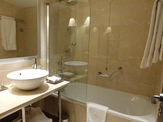 Crowne Plaza Porto: バスルーム