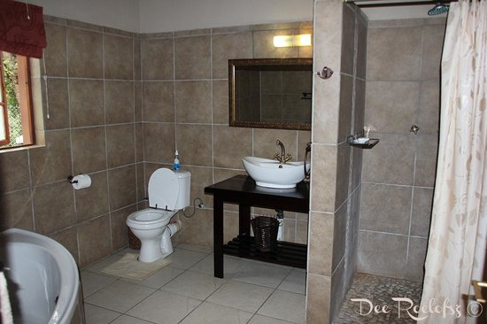 Bushman/San Village Tented Camp: Bathroom en suite