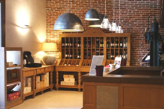 Brunelli Winery - Amarone since 1936: Wine shop at Brunelli's