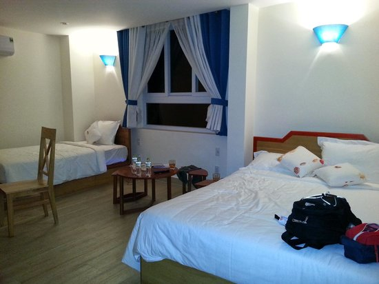 Lighthouse Hotel: Triple Room