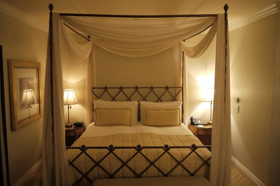 The Beverly Hills Hotel : comfy bed