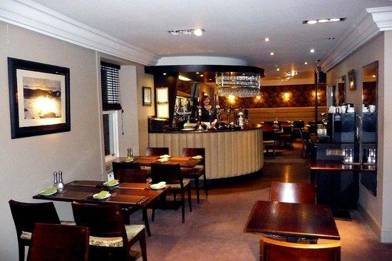 Marine Hotel: Bar & restaurant area, upstairs.