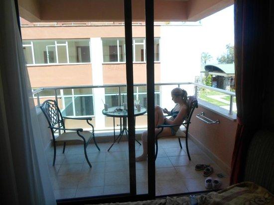 Rose Beach Residence : балкон в номере