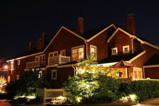 Saratoga Inn at night ...