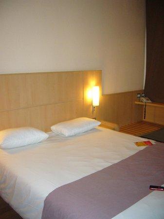 Ibis Milano Ca Granda: Habitación cómoda solo para dos personas