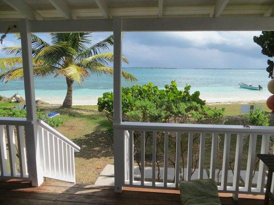 Dutchman's Bay Cottages: Front Porch