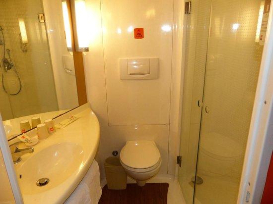 Elan Inn Guangzhou Huangshi: Bathroom#1