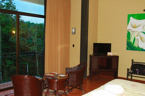 Arenal Kioro Suites & Spa: Suite with one king bed and a daybed