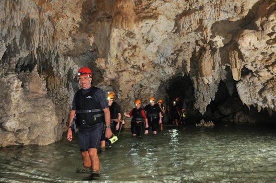 Rio Secreto : Benito leading the intrepid explorers