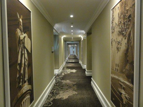 Hotel Schweizerhof Bern & THE SPA: 客室廊下